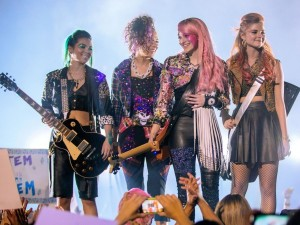 Jem-and-the-Holograms-2